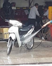 Có nên mua máy rửa xe mini 12V để sử dụng không?